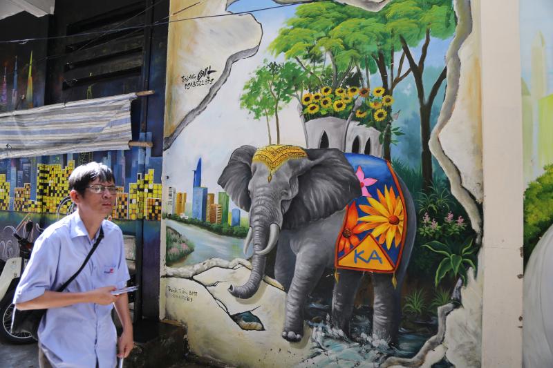 Tấm áo Bích Họa đầy sắc màu của những con hẻm cũ kỹ Sài Gòn